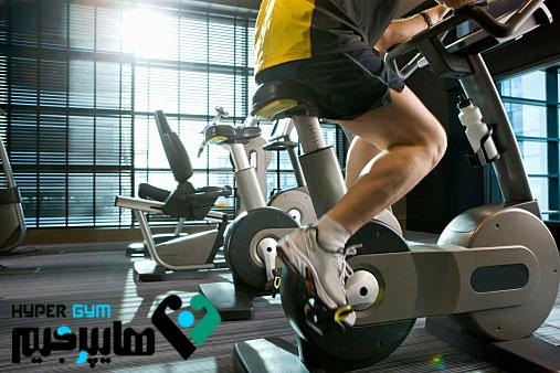 پاهای لاغر با دوچرخه ثابت